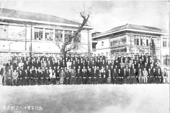 佐高創立80周年記念 教職員集合写真.jpg