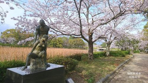 南濠の桜 ブロンズ 語らい.jpg