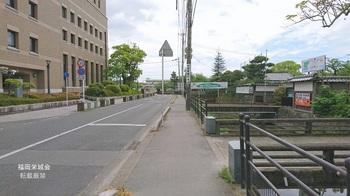 西高 旧正門前.jpg