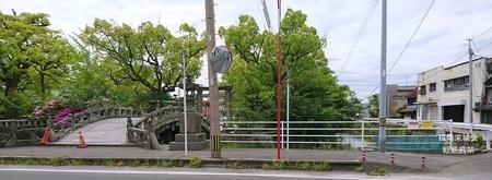 護国神社 太鼓橋前.jpg